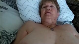 80 éves duci szőrös puncis nagyi belett terítve spermával